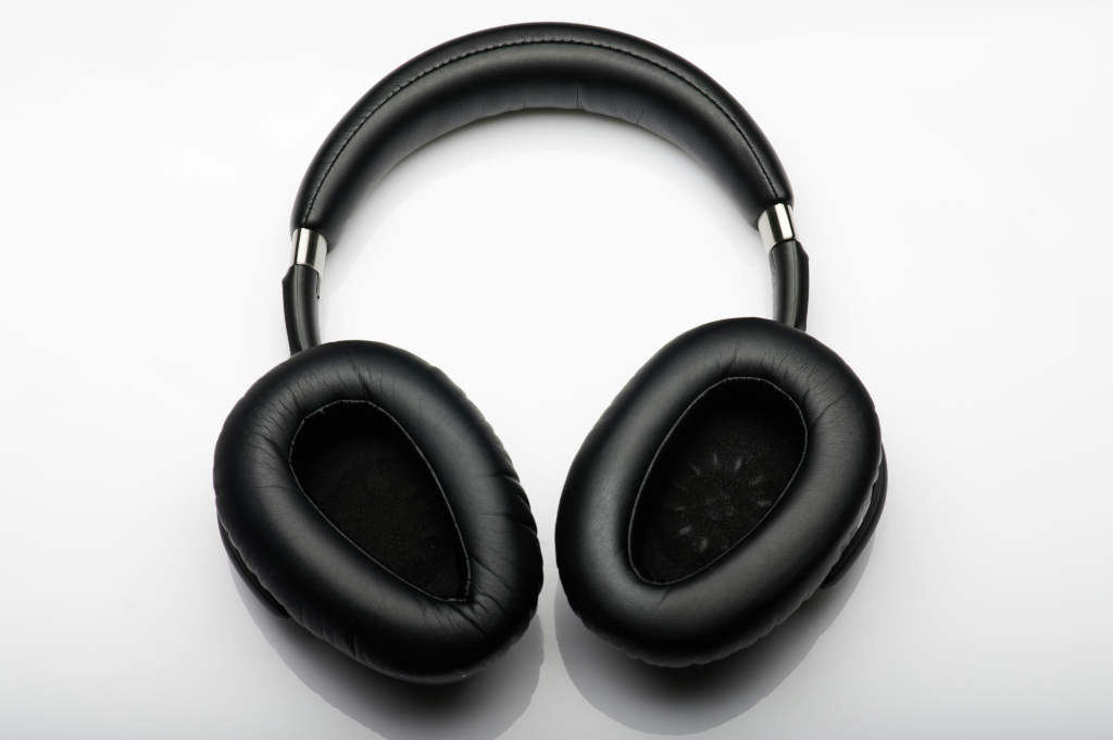 Do noise cancelling headphones protect hearing?